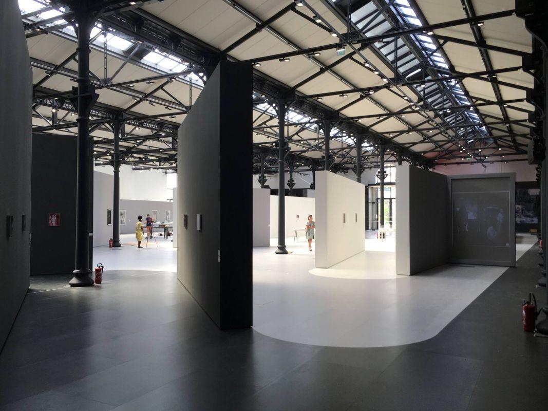 Systematically open une exposition de la fondation luma for Garage mecanique arles