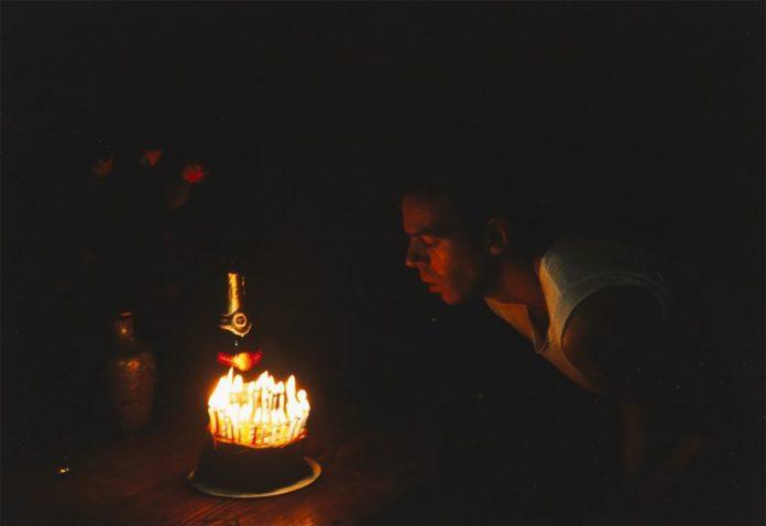 Nan Goldin Brian's Birthday, 1983 © Donation Yvon Lambert à l'État français / Centre national des arts plastiques / Dépôt à la Collection Lambert, Avignon